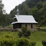 Kapliczka na cmentarzu w Ochotnicy